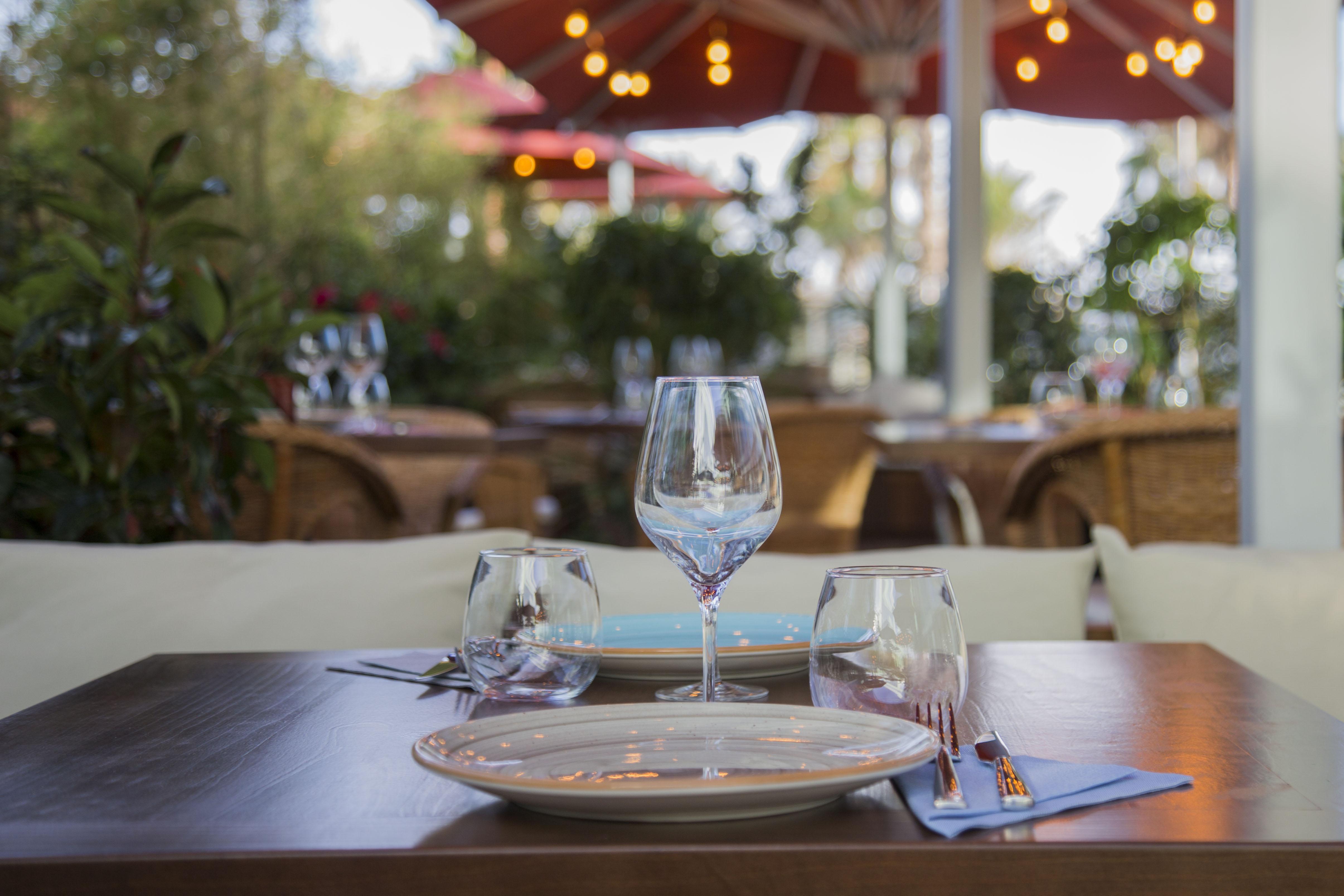 Restaurante con terraza en la playa de Barcelona