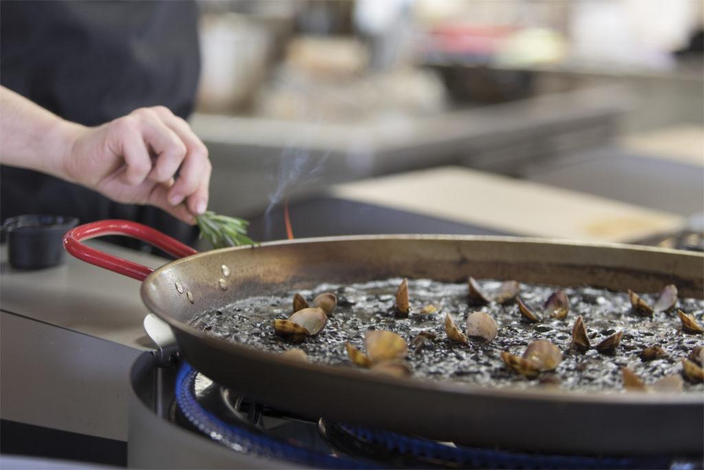 Black paella in Barcelona - Mana 75