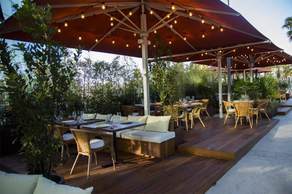 restaurant with outdoor seating in Barceloneta -Mana 75 Barcelona